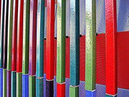 Kunst Konstanz: Fotografischer Ausschnitt einer bunt farbigen Gebäude-Außenfassade