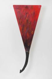 Rotes Bild, dreieckig, mit gebogenem Eichenholzstück.